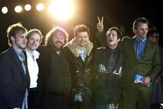 <p>Director Peter Jackson (2nd/L) is surrounded by cast members of 'The Lord of the Rings: The Return of the King,' from left to right: Dominic Monaghan, Billy Boyd, Andy Serkis, Elijah Wood and Viggo Mortensen as they pose for photographers at Zojoji temple in Tokyo January 22, 2004. REUTERS/Yuriko Nakao</p>