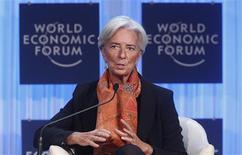 <p>La directrice générale du Fonds monétaire international, Christine Lagarde. Les intervenants au Forum économique mondial de Davos, l'ex-ministre française de l'Economie en tête, ont exhorté samedi les pays de la zone euro à renforcer les moyens de leur fonds de secours afin de susciter un sentiment de confiance quant à la viabilité de la monnaie européenne. /Photo prise le 28 janvier 2012/REUTERS/Christian Hartmann</p>