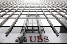<p>The logo of Swiss bank UBS can be seen outside its New York office August 12, 2009. REUTERS/Lucas Jackson</p>
