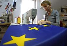 <p>A seamstress sews a European Union (EU) flag in a small workshop in Belgrade October 13, 2011. REUTERS/Ivan Milutinovic</p>