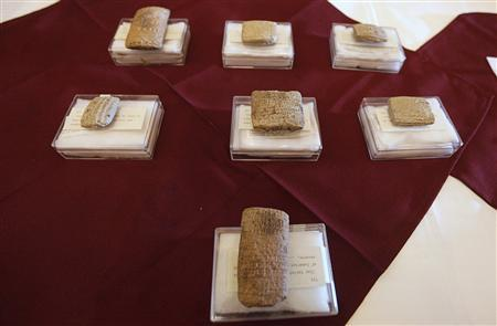 Clay tablets belong to the Sumerian era are displayed at the Iraqi Ministry of foreign Affairs headquarters in Baghdad January 30, 2012. REUTERS/Saad Shalash