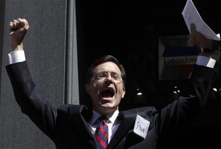 Stephen Colbert greets a crowd outside the Federal Election Commission (FEC) after his meeting with members of FEC to discuss his proposal to establish an Independent expenditure-only political committee and Draft Advisory Opinion 2011-12 in Washington June 30, 2011. REUTERS/Yuri Gripas