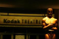 <p>An Oscar statue stands in front of the entrance to the Kodak Theatre in preparation for the 80th annual Academy Awards in Hollywood February 21, 2008. REUTERS/Lucas Jackson</p>