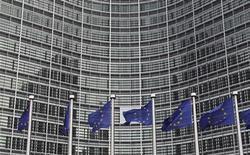<p>La Commission européenne se demande si les subventions versées à l'aéroport de La Rochelle et les accords commerciaux passés par celui-ci avec diverses compagnies aériennes enfreignent les dispositions européennes gouvernant les aides publiques. La CE a donc décidé d'ouvrir une enquête approfondie. /Photo d'archives/REUTERS/François Lenoir</p>
