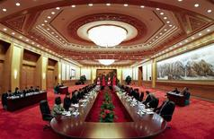 <p>Canada's Prime Minister Stephen Harper (centre, R) speaks with Chinese Premier Wen Jiabao (centre, L) at the Great Hall of the People in Beijing February 8, 2012. REUTERS/Diego Azubel/Pool</p>