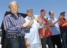 <p>(L-R) Surviving Beach Boys members Al Jardine, Bruce Johnston, Mike Love, Brian Wilson and David Marks appear together for the first time in ten years on the rooftop of Capitol Records in Los Angeles, June 13, 2006. REUTERS/Chris Pizzello</p>