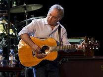 <p>Musician Paul Simon performs onstage at the Ramat Gan Stadium near Tel Aviv July 21, 2011. REUTERS/Nir Elias</p>