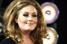 <p>Singer Adele poses on arrival at the 2011 MTV Video Music Awards in Los Angeles August 28, 2011. REUTERS/Danny Moloshok</p>