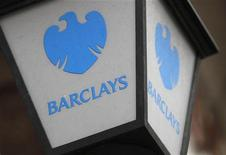 <p>A lamp featuring a logo of Barclay's bank is seen outside a branch in London October 31, 2011. REUTERS/Suzanne Plunkett</p>