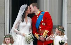 <p>Britain's Prince William and his wife Catherine, Duchess of Cambridge, kiss as they stand on the balcony at Buckingham Palace with other members of the Royal Family, after their wedding in Westminster Abbey, in central London in this April 29, 2011 file photograph. REUTERS/Darren Staples/Files</p>