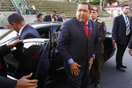 Venezuelan President Hugo Chavez arrives with U.S. actor Sean Penn (2nd L, back) at Miraflores Palace in Caracas February 16, 2012. REUTERS/Jorge Silva