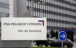 <p>PSA Peugeot-Citroën, l'une des valeurs à suivre à la Bourse de Paris. General Motors poursuit des discussions à un stade avancé en vue de prendre une petite participation dans PSA dans le cadre de leur projet d'alliance stratégique en Europe, selon des sources proches du dossier. /Photo d'archives/REUTERS/Vincent Kessler</p>