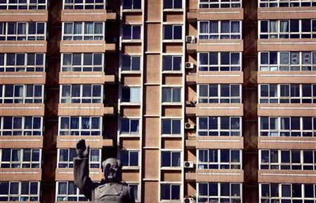 A statue of the former Chinese chairman Mao Zedong stands in front of an apartment building in the Miyun county, 60 kilometres (40 miles) north of Beijing January 31, 2012. REUTERS/David Gray
