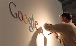 <p>La Commission nationale de l'informatique et des libertés (Cnil) a fait savoir qu'elle était chargée par ses homologues européennes d'enquêter sur les nouvelles règles de confidentialité de Google, expliquant qu'une première analyse montrait que celles-ci ne respectent pas la législation européenne. /Photo d'archives/REUTERS/Tobias Schwarz</p>