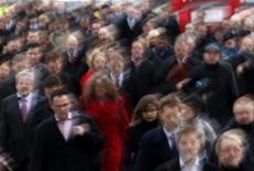 <p>L'emploi salarié marchand a reculé au quatrième trimestre en France mais le rythme de destructions de postes a diminué par rapport à celui enregistré au troisième trimestre, selon les statistiques publiées jeudi par l'Insee. /Photo d'archives/REUTERS/Chris Helgren</p>