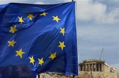 <p>Selon un responsable gouvernemental, la Grèce enregistre une forte participation des créanciers privés à son échange de dette, alors que le délai de cette opération vitale pour éviter à la Grèce un défaut de paiement doit expirer à 20h00 GMT. /Photo d'archives/REUTERS/John Kolesidis</p>