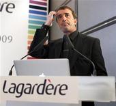<p>Arnaud Lagardère, gérant commandité du groupe éponyme. Le groupe de médias prévoit une stabilité de son résultat opérationnel en 2012, après avoir enregistré une lourde perte nette l'an dernier liée à près de 900 millions d'euros de dépréciations. /Photo d'archives/REUTERS/Charles Platiau</p>