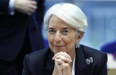 <p>L'économie mondiale n'est plus au bord du précipice et des signes de stabilisation émergent de la zone euro et des Etats-Unis, mais l'endettement élevé des pays développés et la hausse des prix du pétrole présentent encore des risques importants, estime Christine Lagarde, directrice générale du Fonds monétaire international (FMI). /Photo prise le 1er mars 2012/REUTERS/François Lenoir</p>