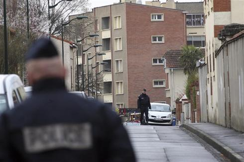 French gunman standoff