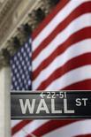 <p>Wall Street a ouvert sans grande orientation mercredi. Dans les premiers échanges, le Dow Jones est en très légère hausse de 0,06% à 13.206,44 points. Le Standard & Poor's, plus large, est stable (-0,01%) à 1.411,98 points tandis que le composite du Nasdaq gagne 0,14% à 3.124,23 points. /Photo d'archives/REUTERS</p>