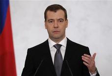 <p>Le président russe, Dmitri Medvedev, a tenu mercredi à rassurer les Russes sur le sort de son chat Dorofeï, après des rumeurs de disparition qui ont suscité de multiples échanges amusés sur Twitter. /Photo d'archives/REUTERS/Sergei Karpukhin</p>