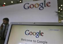 <p>Google se dit prêt à verser un pourcentage du chiffre d'affaires de son système d'exploitation mobile Android à Oracle si ce dernier parvient à démontrer une violation de brevets lors d'un procès à venir, montre un document judiciaire. /Photo prise le 6 février 2012/REUTERS/Krishnendu Halder</p>