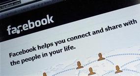 <p>Facebook a annoncé lundi l'acquisition en cash et en titres d'Instagram, application permettant l'échange de photos, pour un milliard de dollars. Le réseau social compte boucler l'opération dans le courant du trimestre. /Photo d'archives/REUTERS/Michael Dalder</p>