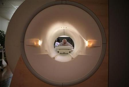 A cancer patient looks into the tube of a MRI scanner at a hospital in Washington May 23, 2007. REUTERS/Jim Bourg Photo