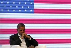 <p>El presidente de Estados Unidos, Barack Obama, pidió al aspirante republicano a la Casa Blanca Mitt Romney que publique más información sobre su declaración de impuestos, en una entrevista con la cadena Univision emitida el sábado. En la foto, Obama el sábado en la Cumbre de las Américas en Cartagena. Abr 14, 2012. REUTERS/Kevin Lamarque</p>