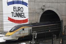 <p>Eurotunnel a réalisé un chiffre d'affaires en hausse de 21% à change constant au premier trimestre, dopé par le fret ferroviaire. Les ventes de l'opérateur du tunnel sous la Manche ont atteint 222,5 millions d'euros au cours des trois premiers mois de l'année. /Photo d'archives/REUTERS/Pascal Rossignol</p>