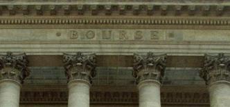 <p>Les principales Bourses européennes évoluent en ordre dispersé en début de séance mercredi, au lendemain d'un vif rebond provoqué par un apaisement des tensions sur les dettes souveraines de la zone euro et une série de résultats meilleurs qu'attendu aux Etats-Unis. À Paris à 10h01, le CAC 40 reculait de 0,31%. /Photo d'archives/REUTERS</p>