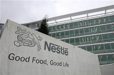<p>Nestlé est proche d'un accord avec Pfizer pour lui racheter à un prix pouvant aller jusqu'à dix milliards de dollars (7,64 milliards d'euros) ses activités de nutrition infantile. /Photo d'archives/REUTERS/Denis Balibouse</p>