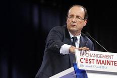 <p>Une victoire du socialiste François Hollande à la présidentielle est assez largement anticipée par les marchés mais les réponses des spécialistes ne sont pas unanimes à la question de savoir si, dans cette perspective, il faut vendre massivement la dette de la France. /Photo prise le 17 avril 2012/REUTERS/Benoît Tessier</p>