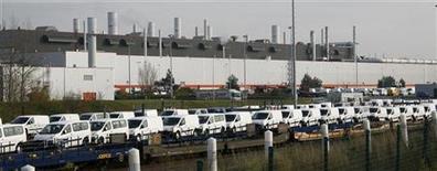 <p>L'usine de Sevelnord (Nord). PSA Peugeot Citroën discute avec Toyota de la production éventuelle de véhicules utilitaires dans cette usine, a annoncé Nicolas Sarkozy dans une interview publiée mercredi sur le site internet de la Voix du Nord. /Photo d'archives/REUTERS/Pascal Rossignol</p>
