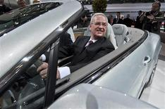 """<p>Dans un discours jeudi lors de l'assemblée générale de Volkswagen, le président du directoire Martin Winterkorn a annoncé que Volkswagen se préparait à une """"année très difficile"""" alors que la crise de la dette pèse sur le marché automobile européen et que la croissance économique mondiale ralentit. /Photo prise le 19 avril 2012/REUTERS/Morris Mac Matzen</p>"""
