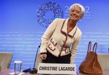 <p>Christine Lagarde a exhorté les autorités européennes à injecter directement une partie des fonds de l'aide internationale dans les banques en difficulté, lors d'une conférence de presse au démarrage des réunions de printemps du Fonds monétaire international (FMI) et de la Banque mondiale. /Photo prise le 19 avril 2012/REUTERS/Larry Downing</p>
