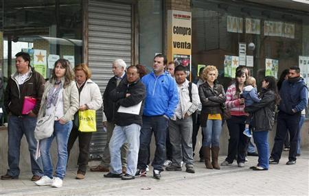 People stand in line to enter a government employment office in Madrid April 27, 2012. REUTERS/Andrea Comas