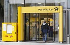 <p>Deutsche Post fait état mardi de résultats trimestriels meilleurs que prévu et confirme ses prévisions annuelles, arguant d'une forte activité pour ses livraisons rapides et sa chaîne d'approvisionnement en Asie. /Photo prise le 8 mars 2012/REUTERS/Wolfgang Rattay</p>