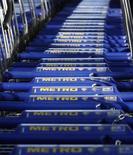 <p>L'allemand Metro, quatrième distributeur mondial, projette de doubler le nombre de ses magasins chinois au cours des trois ou quatre prochaines années, rapporte mardi le journal China Business News. /Photo prise le 20 mars 2012/REUTERS/Ina Fassbender</p>