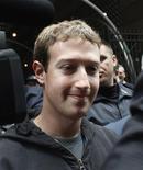 <p>Le directeur général de Facebook, Mark Zuckerberg, a donné lundi le coup d'envoi de l'introduction en Bourse de Facebook, au cours d'une présentation organisée dans un grand hôtel new-yorkais devant des centaines d'investisseurs. /Photo prise le 7 mai 2012/REUTERS/Eduardo Munoz</p>