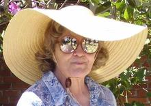 <p>Sharlotte Hydorn, une arrière-grand-mère, âgée de 93 ans, qui a fait sensation en Californie en vendant des kits de suicide a été condamnée lundi à cinq ans de mise à l'épreuve assortie d'une amende de 1.000 dollars pour évasion fiscale. /Photo prise le 26 mai 2011/REUTERS/Marty Graham</p>