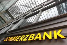 <p>Commerzbank, deuxième banque allemande, publie un bénéfice net inférieur aux attentes au titre du premier trimestre qu'elle impute à un ralentissement des activités de trading. /Photo prise le 19 janvier 2012/REUTERS/Alex Domanski</p>