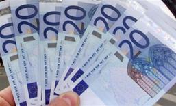 <p>Le déficit commercial de la France s'est réduit en mars, à 5,721 milliards d'euros, après 6,279 milliards en février, selon les données CVS/CJO publiées mercredi par les Douanes. /Photo d'archives/REUTERS</p>