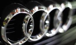 <p>Audi, la marge haut de gamme de Volkswagen, a vendu en avril plus de voitures que le leader du marché BMW pour la première fois depuis plus d'un an, en raison d'une demande élevée en provenance de Chine, des Etats-Unis et de Russie. /Photo d'archives/REUTERS/Michaela Rehle</p>