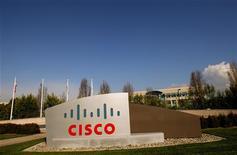 <p>Cisco Systems a vu son chiffre d'affaires augmenter de 6,6% au troisième trimestre 2011-2012, à 11,59 milliards de dollars, contre 11,58 milliards attendus par les analystes mais des interrogations demeurent malgré tout sur la capacité du numéro un mondial des équipements réseaux à résister à une conjoncture économique déprimée. /Photo d'archives/REUTERS/Robert Galbraith</p>