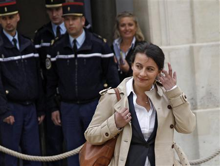 Cecile Duflot, France's newly appointed Minister of Territorial Equality and Housing arrives to attend the first cabinet meeting of the new French government at the Elysee Palace in Paris May 17, 2012. REUTERS/ Jacky Naegelen