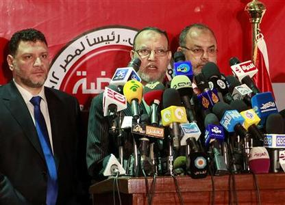 Essam el-Erian, (C) deputy head of the Muslim Brotherhood political party, talks during a news conference in Cairo May 25, 2012. REUTERS /Asmaa Waguih