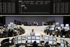 <p>Les Bourses principales européennes sont en hausse mardi à mi-séance, à l'exception des places du Sud de l'Europe, alors que Wall Street est attendu sur une note positive, dans des marchés pris entre les inquiétudes sur l'Espagne et l'espoir de mesures de soutien à la croissance en Chine. À Paris, le CAC 40 avance de 0,48% vers 11h05 GMT. À Francfort, le Dax prend 0,7% et à Londres, le FTSE gagne 0,1%, alors que Madrid perd encore 2,5%. L'indice paneuropéen Eurostoxx 50 avance de 0,03%. /Photo prise le 29 mai 2012/REUTERS/Remote/Marte Kiessling</p>