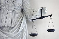 <p>Un tribunal français a rejeté mardi une plainte pour contrefaçon déposée par TF1 contre YouTube, estimant que le site de partage de vidéos détenu par Google n'était pas dans l'obligation de filtrer les contenus avant leur mise en ligne. /Photo d'archives/REUTERS/Stéphane Mahé</p>