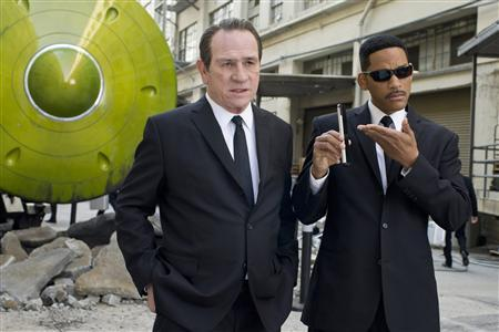 Actors Tommy Lee Jones (L) and Will Smith are shown in a scene from ''Men in Black 3'' in this publicity photo released to Reuters May 29, 2012. REUTERS/Saeed Adyani/Sony Pictures/Handout